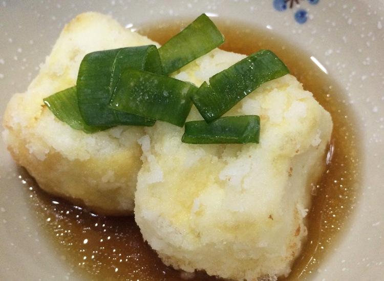 【揚げだし豆腐のめんつゆがけ】献立レシピ♪片栗粉とめんつゆでつくる簡単揚げ出し豆腐です。