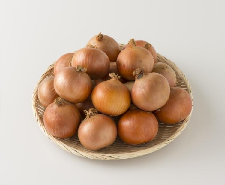 【玉ねぎの栄養素や効能】食材栄養素ナビ♪保存方法や選び方、種類や旬についても解説します。