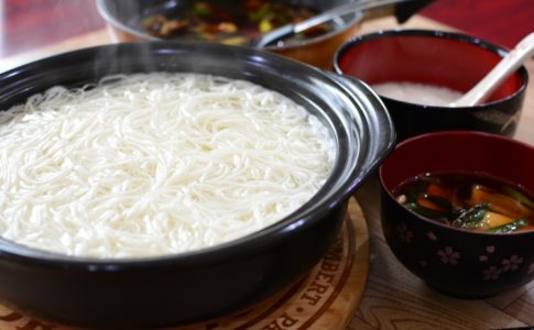 豚バラ肉と白ネギの香ばしつけそう麺のレシピ♪つけダレで食べる一風変わったそう麺の作り方