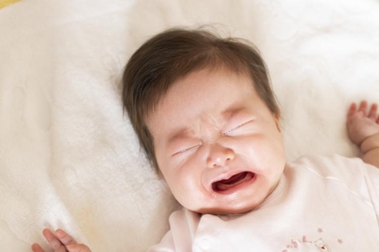 赤ちゃんはなぜ夜泣きをするのか?