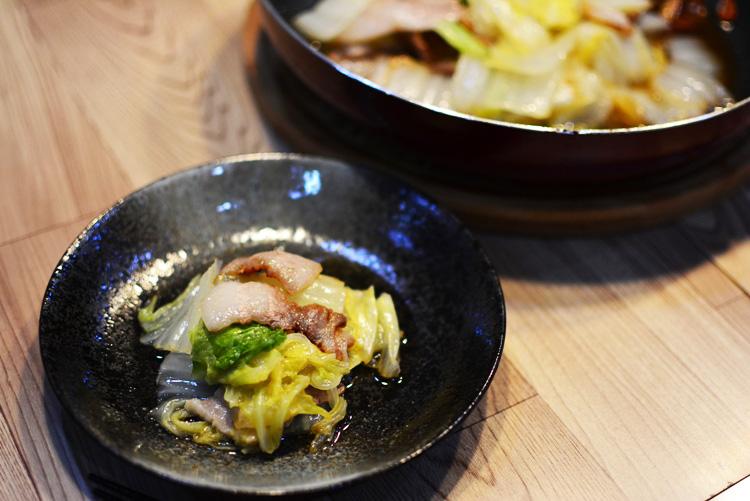 豚バラ肉と白菜のごま油蒸し♪白菜の甘みがきわ立つ簡単クッキングレシピ