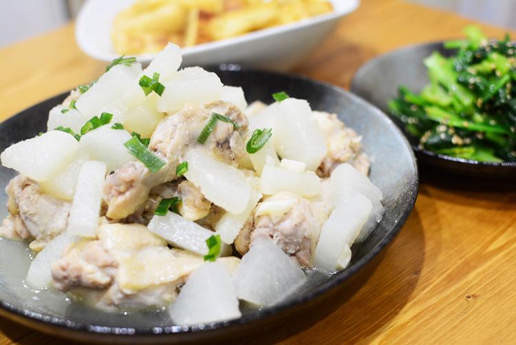 圧力鍋不要の煮込み料理レシピ♪煮込むだけの大根と手羽元のさっぱり塩煮♬