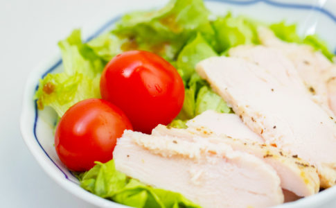 鶏むね肉を柔らかくする方法!漬け込むことでよりジューシーに♪