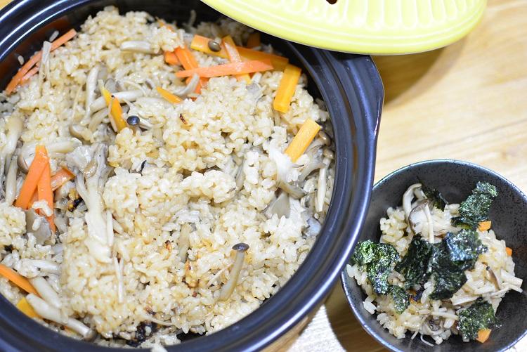 焼きキノコたっぷり♬土鍋で炊き込みご飯のレシピ★